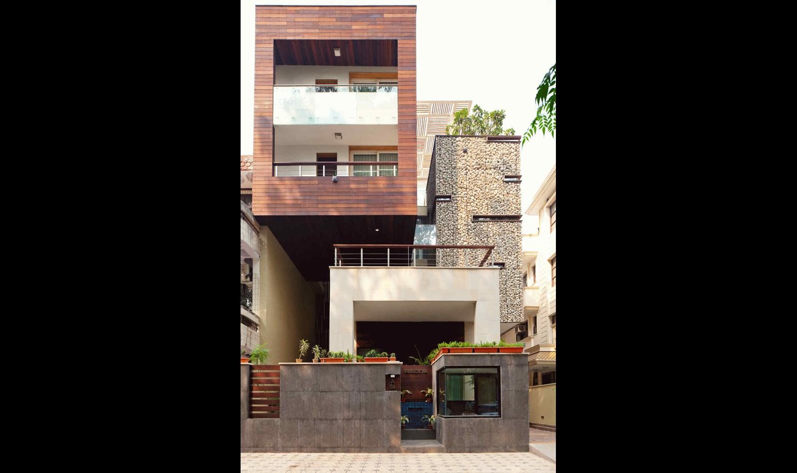 Mẫu nhà biệt thự phố hiện đại ấn tượng với nét đẹp kiến trúc hình khối - 1