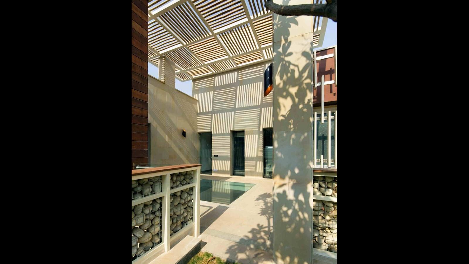 Mẫu nhà biệt thự phố hiện đại ấn tượng với nét đẹp kiến trúc hình khối - 6