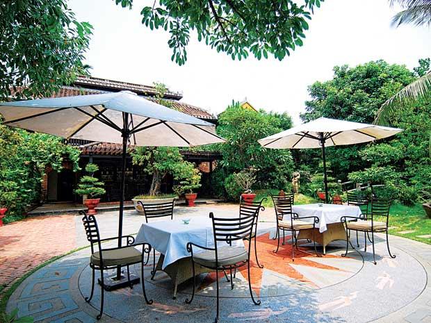 Thiết kế sân vườn tiểu cảnh theo phong cách hiện đại 2