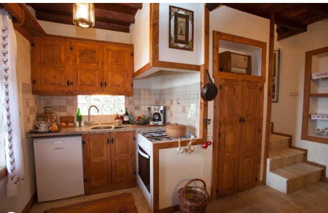 Sáng tạo không gian bếp cho nhà ống hiện đại. 5