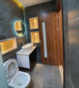 Phòng wc trong mẫu nhà cấp 4 có gác lửng đẹp 5x20m